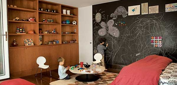Kids-Play-Room-Design-with-Blackboard-and-Storage-600x288